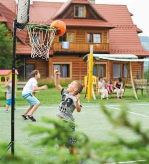 pensjonat-zakopane-boisko-wielofunkcyjne-i-wyposazenie-sportowe