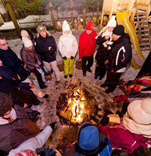 pensjonat-zakopane-kolacja-grillowa-w-ogrodzie-z-ogniskiem