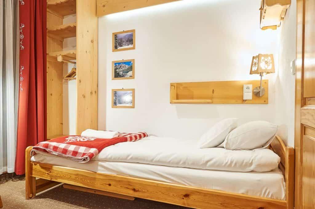 Jednoosobowe pokoje w Zakopanem łóżko