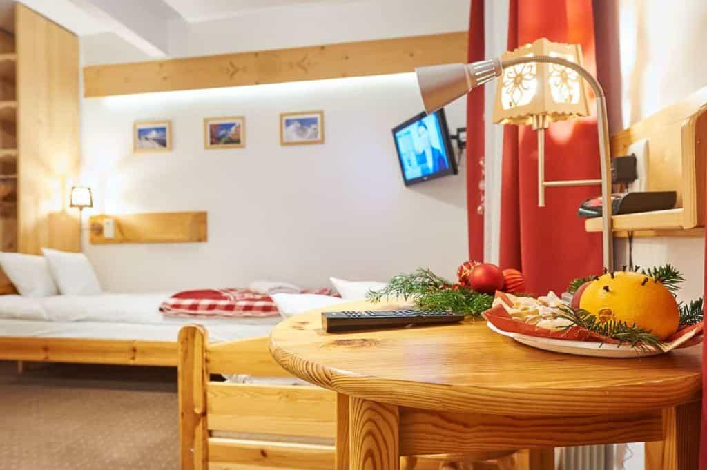 Trzyosobowy pokój w Zakopanem łóżko